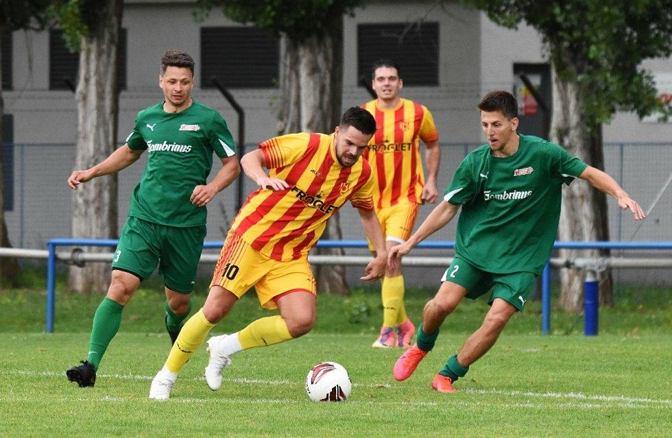 Přípravný fotbal: Junior Strakonice - Tatran Prachatice B 6:2.