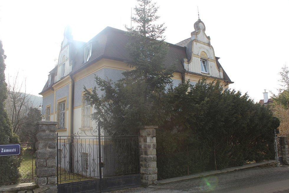 Vila v Malenicích, kam jezdila Jiřina Jirásková se svým životním partnerem Zdeňkem Podskalským.