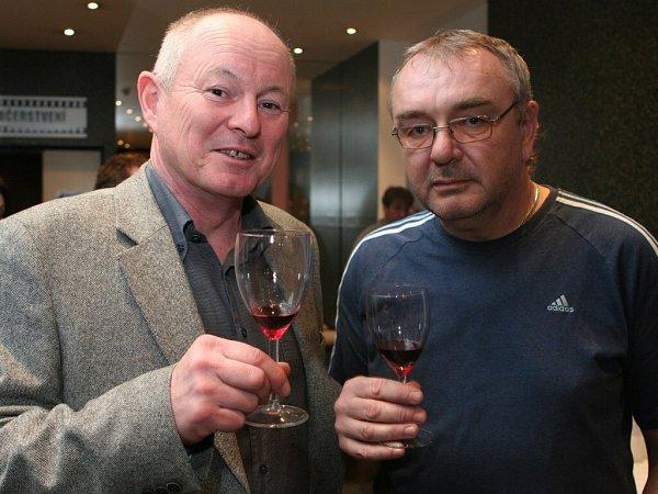 Pavel Pavel (vlevo) a Zdeněk Junek při prezentaci dokumentu vkině Oko.