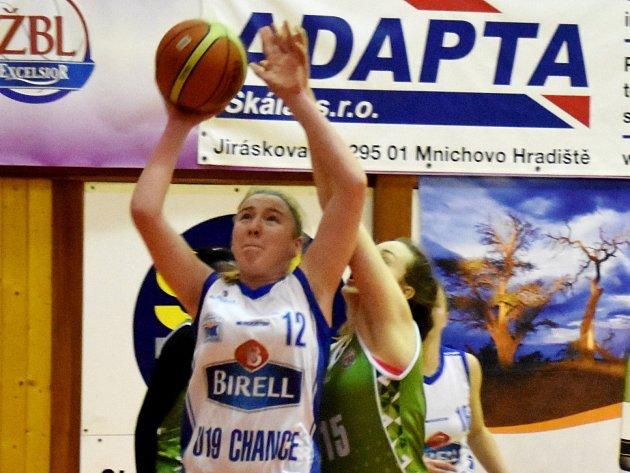 VÝHRA. Barbora Holubová (v bílém) bojuje s ostravskou Anežkou Kopeckou.