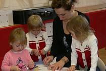 Strakonické mateřské centrum Beruška nabízí i prostor pro společné tvoření maminek s dětmi.