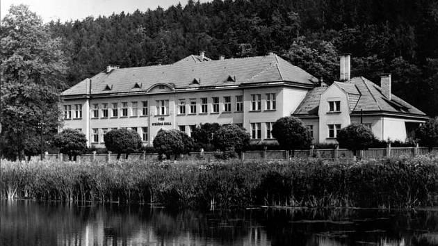 Střední rybářská škola ve Vodňanech letos slaví 100 let od svého založení, ke kterému došlo v roce 1920.