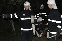 Zásah pod rouškou tmy si vyzkoušeli hasiči ze Strakonic, Modlešovic, Dražejova a Předních Ptákovic.