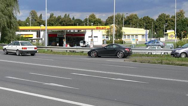 U benzinky Shell na píseckém obchvatu dávejte pozor.