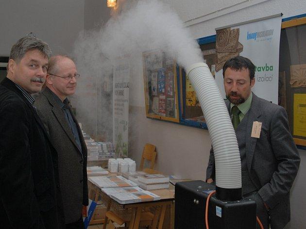 Na seminář do volyňské průmyslovky přijel i Jan Rouček (na snímku vlevo), který učí v Plzni na učilišti. Věří, že získané  informace zužitkuje a předá studentům.
