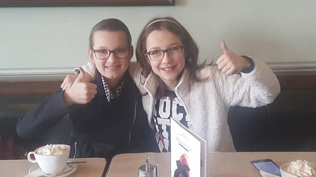Zleva: Barbora Zdychyncová, Barbora Helmová (5.A ZŠ Dukelská).