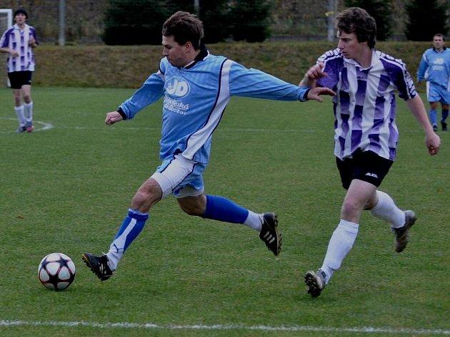 Chelčice (v modrém) přezimují první, na závěr podzimu porazily doma Malenice 5:0.