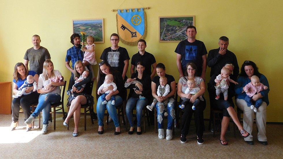 V obci přivítali devět nových občánků. Nejmladšímu z nich bylo teprve 14 dní.