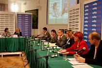 Kandidáti do zastupitelstva Jihočeského kraje diskutovali s občany v KD v Písku - 23.9. 2008.
