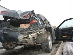 Smrtelné nehody řidiče varují. Snímek je z havárie u Cehnic z ledna letošního roku.