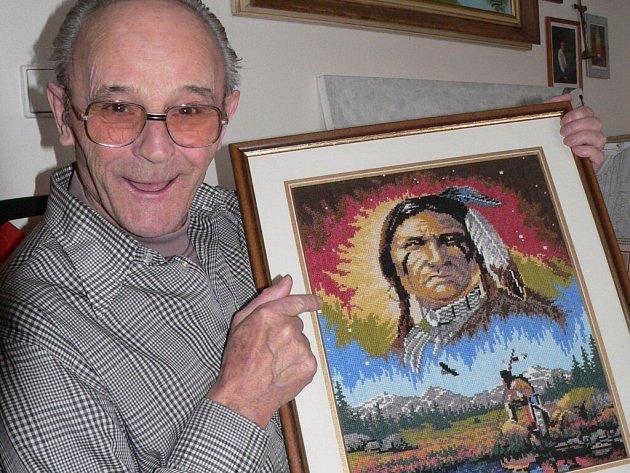 Vyšívaný obraz indiána je dalším dílem, které nedávno dokončil  Vasil Pida (72) z Domova pro seniory v Lidické ulici ve Strakonicích.