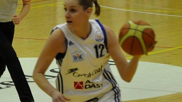 Alena Podskalská za béčko BK Strakonice nastřílela Klatovům 30 bodů.