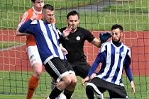 Fotbalistům Blatné (modrobílá kombinace) příprava na sezonu nevyšla.