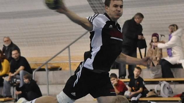 Roman Marienka nastřílel Lokomotivě České Budějovice 13 gólů a výrazně přispěl k vítězství Strakonic 34:25.
