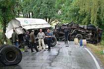 Mezi Pískem a Putimí se v pondělí srazily dva kamiony.