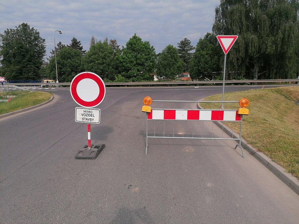 Uzavírka ulice Písecká značně zkomplikovala dopravu.