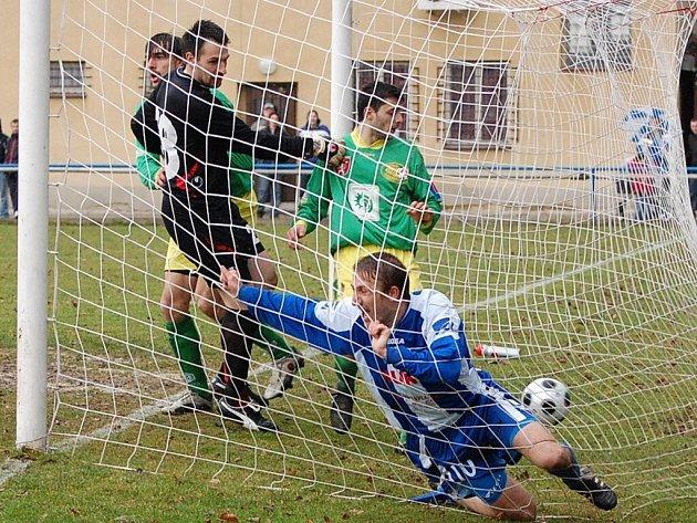 Strakonice díky dvěma gólům Patrika Káníka porazily v 18. kole divize doma Prachatice 2:0.