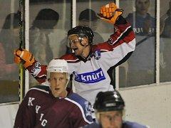 Strakoničtí hokejisté na úvod krajské ligy porazili Hlubokou 4:1.