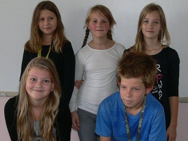Nahoře zleva Zuzana Míšková, Eliška Kalašová, Zuzana Kunešová, dole zleva Bára Vránová a Jakub Dřevo.