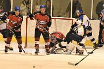 Semifinále play off hokejistů: HC Strakonice - J. Hradec 2:3 po prodloužení.