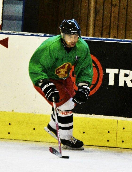 Strakoničtí hokejisté již odstartovali přípravu na ledě.