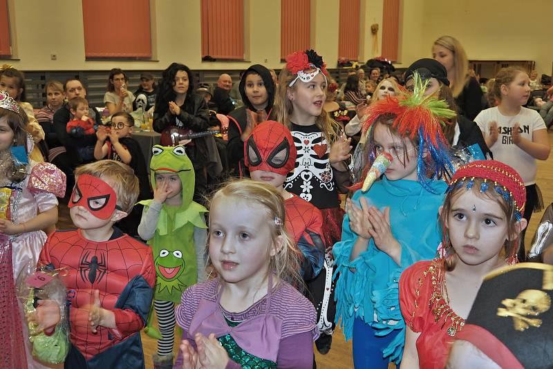 Karneval přilákal desítky masek.