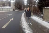 Svěděk nehody Jakub Zach stojí v místě, kde se nehoda stala.