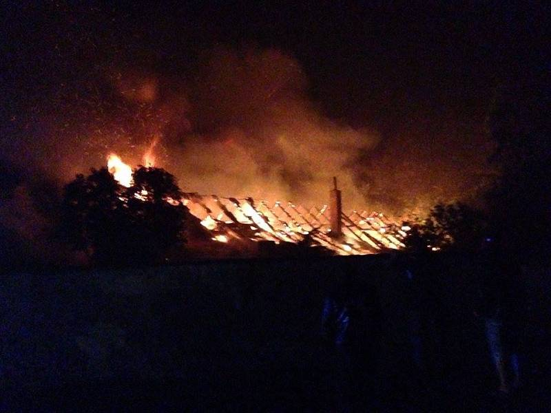 Požár stavení ve Starém Dražejově zachycený čtenářem