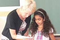 Učitelka Eva Vizinová se loučila nejen s dětmi před prázdninami, ale i se školní budovou na Lidické.