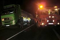 U Volyně 23. ledna večer havaroval kamion. Krajnice se pod vahou návěsu utrhla.