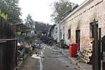 Požár v obci Sedlíkovice zničil celý objekt.