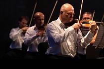Slavná vídeňská filharmonie zahraje na nádvoří zámku v Blatné.