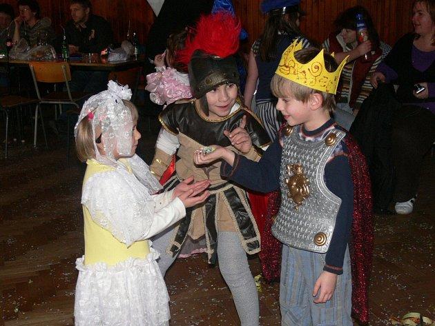 Dětský maškarní bál v Radomyšli.