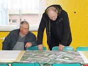 Debata o možnostech parkování v lokalitě Luční - Bezděkovská byla poměrně živá.