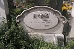 Hřbitov v Rakvicích připomíná dávnou tragédii.