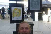 Lukáš Kůs s jednotažným portrétem Marilyn