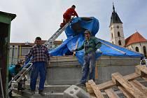 Kašna na náměstí Svobody během posledních 17 měsíců prošla mnoha opravami.