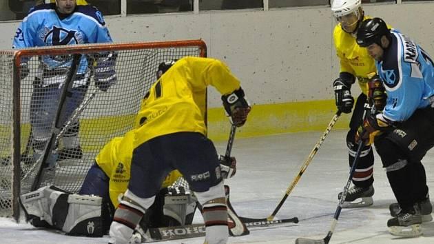 Katovice (v modrém) poprvé v sezoně vyhrály, porazily Diorit 10:7.