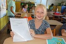 Pro své první závěrečné vysvědčení si v pátek 28. června šly i prvňáčci ze Základní školy v Cehnicích.