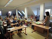 Začátek školy ve Střelských Hošticích.