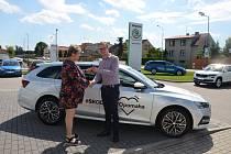 Osobní automobil od ŠKODA AUTO, a.s. pomáhá Centru sociální pomoci Vodňany.