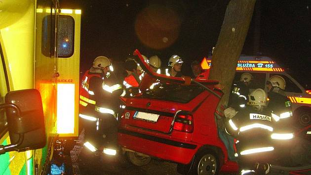 U Rapšachu ve čtvrtek 10. března brzy ráno narazila felicie do stromu. Jedenapadesátiletá řidička utrpěla mnohočetná zranění.