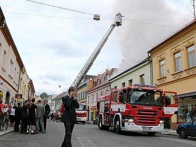 Zásah hasičů v 10 hodin.