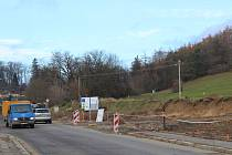 Kvůli přeložce elektřiny se přípravné práce na kruhové křižovatce, která bude součástí obchvatu města posunou na příští rok