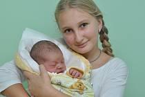 Vítek Pichler, Novosedly, 18.11. 2016 v 5.21 hodin, 3810 g. Malý Vítek je prvorozený (na snímku s tetou Haničkou).