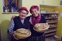 Parta z Lažánek se opět vydala péct chleba do Vrbna.
