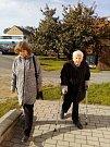 """V sobotu 6. 10. odvolila v Malé galerii ve Volyni nejstarší obyvatelka Volyně Jarmila Trautnerová, která 23.11. oslaví 98 let. Ve Volyni žije od roku 2001. """"Volím vždy, beru to jako svoji povinnost,"""" říká."""