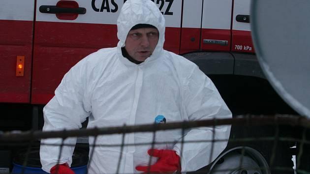 Sedmý chov drůbeže zasažený ptačí chřipkou, které se objevilo v Libějovicích na Strakonicku, byl pod dohledem hasičů a veterinární správy v úterý 17. ledna utracen.
