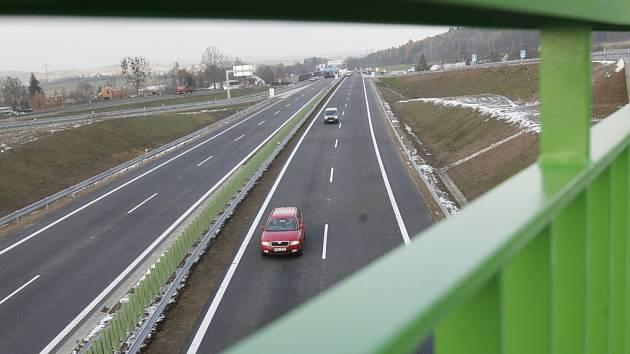 Dopravní stavba  za 1,45 miliardy  korun byla  včera  slavnostně otevřena u Nové Hospody.