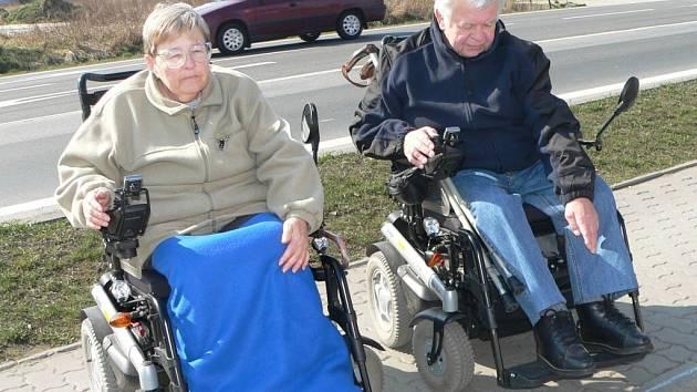 Okraj chodníku může být pro vozíčkáře neřešitelným problémem
